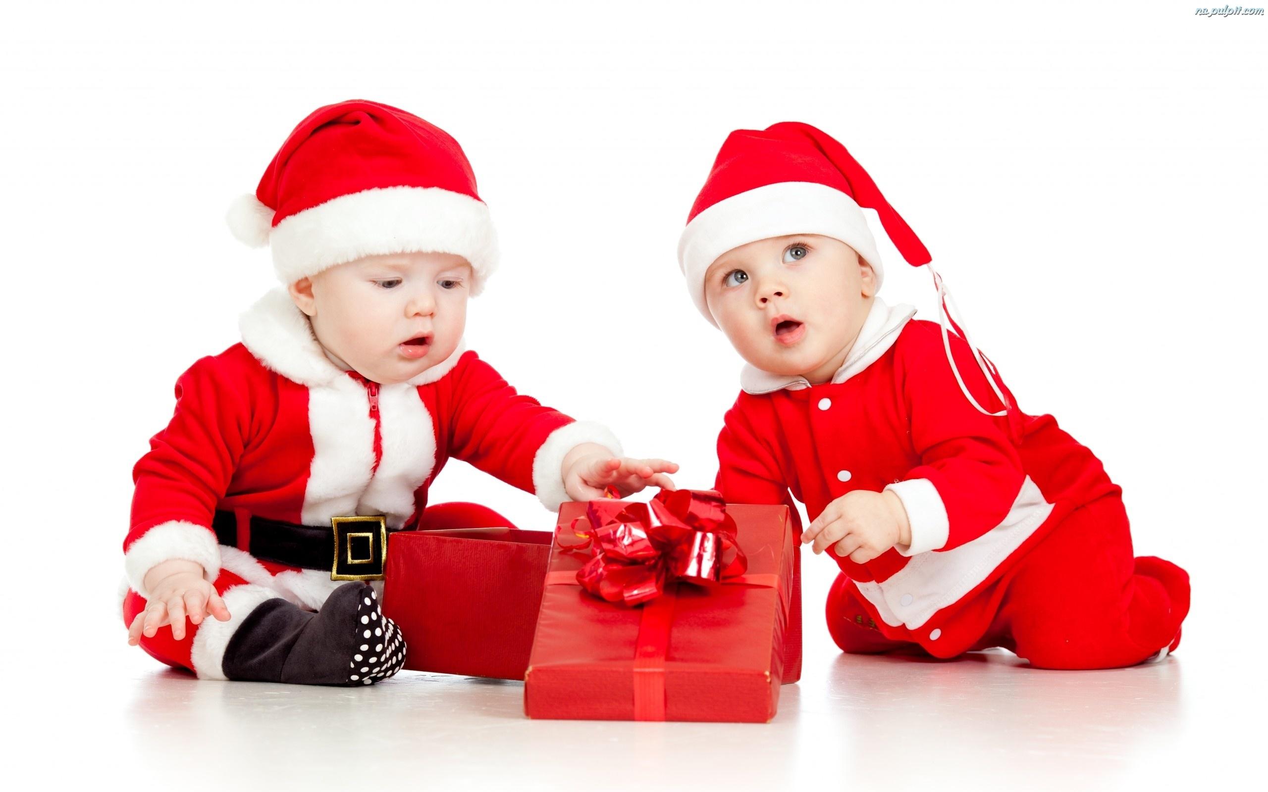 prezent str j dzieci dwoje miko aja na pulpit